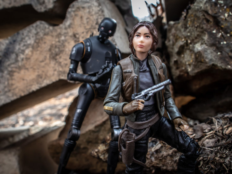 Jyn Erso and K-2SO on the run in the ruins